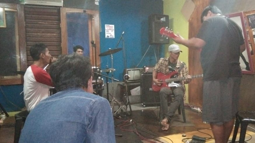Creative People Air Mawar Band